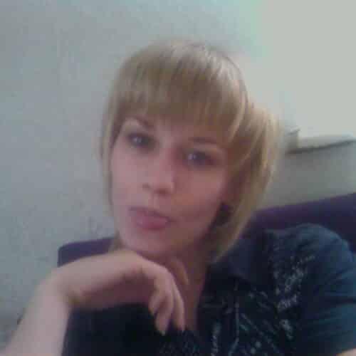Femme sensuelle qui aime le massage érotique