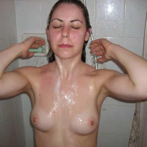 Defonce moi le cul sous la douche!