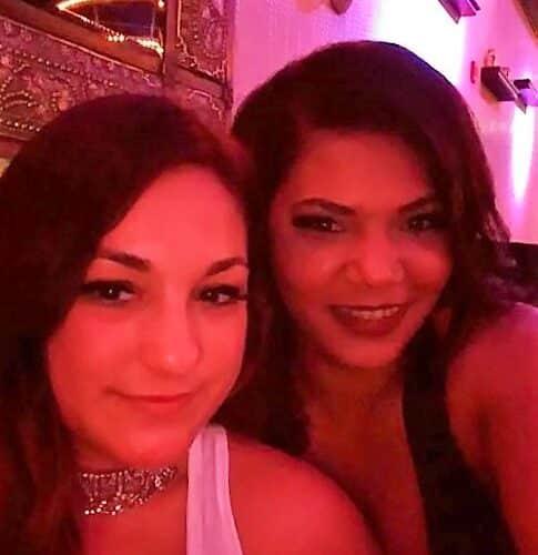 Deux femmes sexys en manque de sexe sur Namur