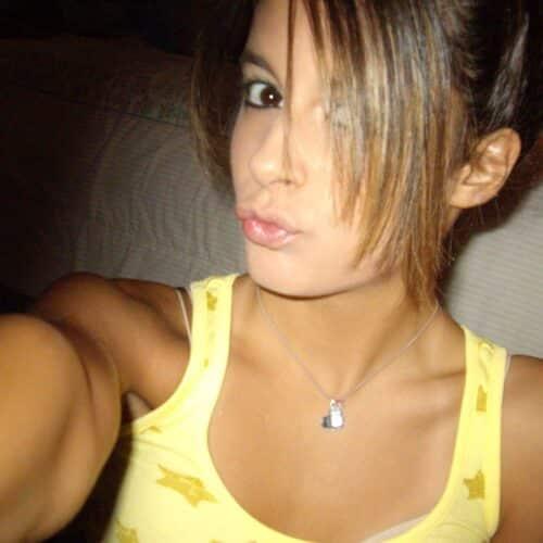 Femme à la recherche du sexe anal et qui veut sucer